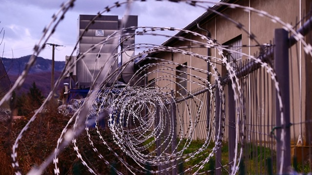 Barbed wire feature